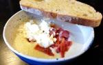 Crockpot – Krämig blomkålsoppa med getost och kraperstektbacon