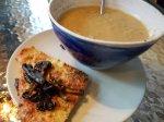 Crockpot- Enklaste linssoppan med vitlöksbröd med kantarelltopping