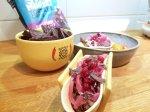 Carnitas på älg med picklad rödlök, lingon och krossade blåmajschips